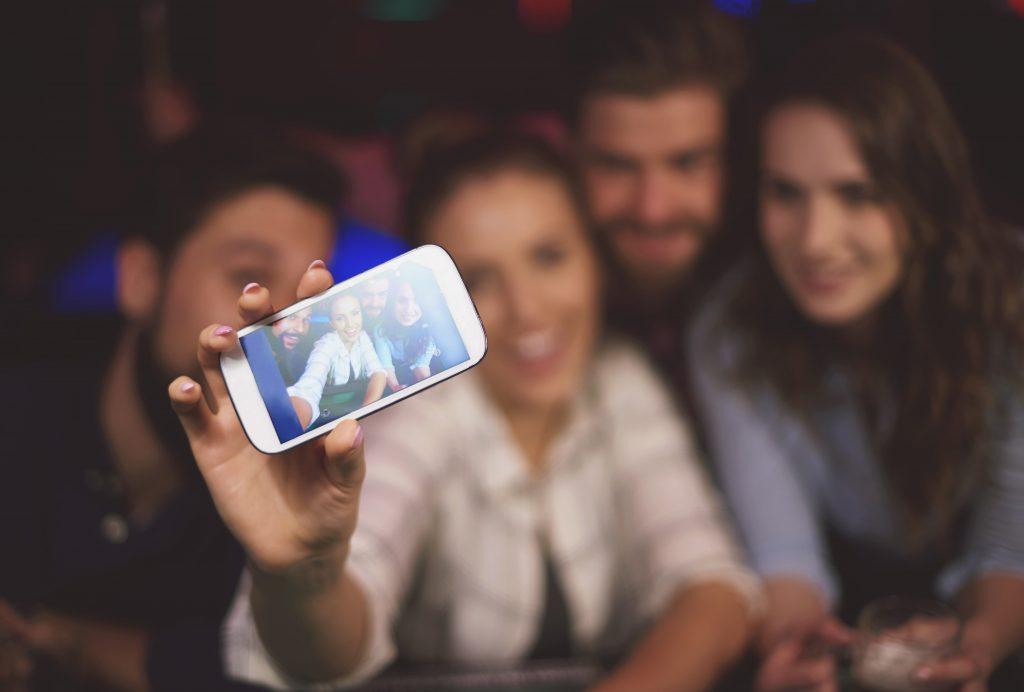 selfie en un bar